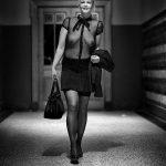 Zwart wit fotografie naakt met titel: Trainstation